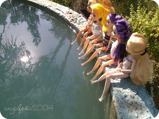 Как только мы приехали на дачу, девчонки сразу купаться.  Сорри, за Эшлин не заметила... фото 1