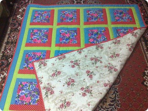 """Одеяло самое простое, как говорят: """"Первый класс, первая четверть"""". Опять """"сломалась"""" схема раскладки квадратов, поэтому по соседству много """"однофамильцев"""". :-))) Одеяло шилось для девочки. Размер одеяла - 150х180 см. фото 13"""