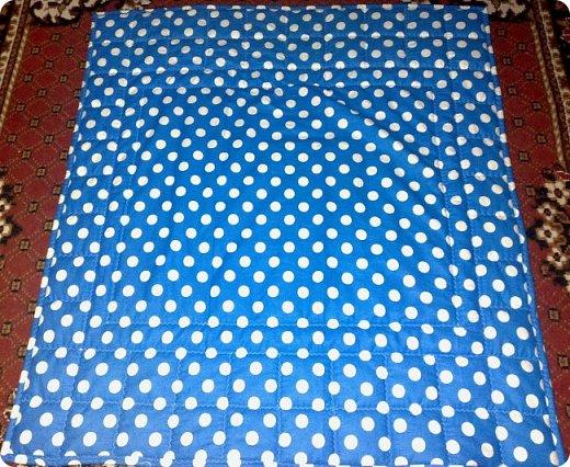 """Одеяло самое простое, как говорят: """"Первый класс, первая четверть"""". Опять """"сломалась"""" схема раскладки квадратов, поэтому по соседству много """"однофамильцев"""". :-))) Одеяло шилось для девочки. Размер одеяла - 150х180 см. фото 15"""