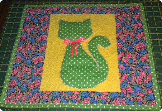 """Одеяло самое простое, как говорят: """"Первый класс, первая четверть"""". Опять """"сломалась"""" схема раскладки квадратов, поэтому по соседству много """"однофамильцев"""". :-))) Одеяло шилось для девочки. Размер одеяла - 150х180 см. фото 3"""