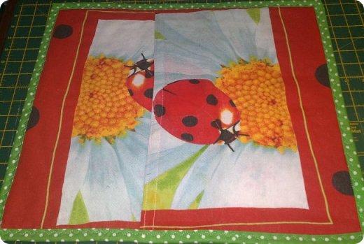 """Одеяло самое простое, как говорят: """"Первый класс, первая четверть"""". Опять """"сломалась"""" схема раскладки квадратов, поэтому по соседству много """"однофамильцев"""". :-))) Одеяло шилось для девочки. Размер одеяла - 150х180 см. фото 4"""
