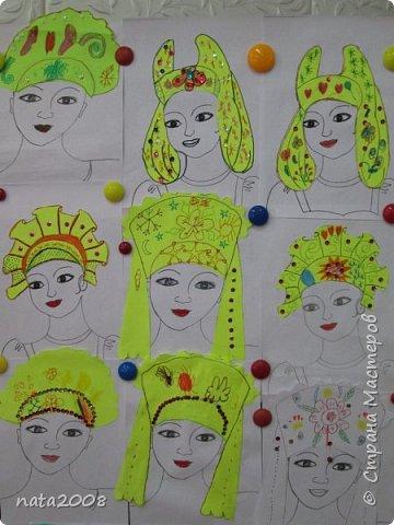 На уроке изобразительного искусства ребятам было предложено выбрать и украсить женский головной убор.