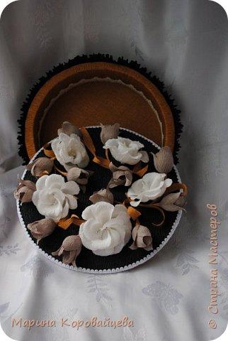 Здравствуйте друзья! Подарок на день рождения сестре мужа. Шкатулка для мелочей и фоторамка. В рамку будет распечатано подходящее фото сестры. Цвета и цветы подобраны специально под интерьер комнаты. фото 7