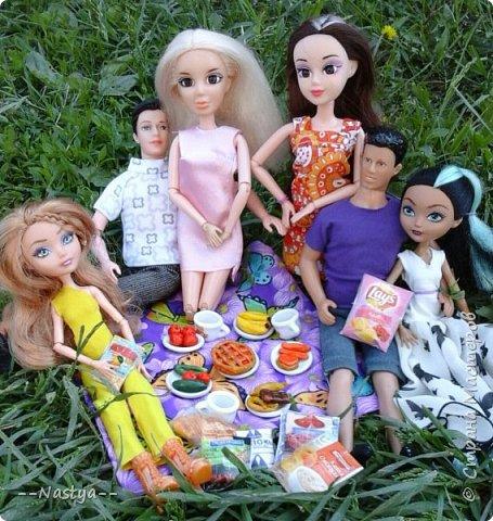 Привет!На выходных я решила взять кукол с собой в деревню и пофотографировать их.Вот что из этого вышло... фото 14