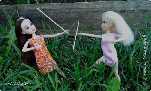 Привет!На выходных я решила взять кукол с собой в деревню и пофотографировать их.Вот что из этого вышло... фото 17