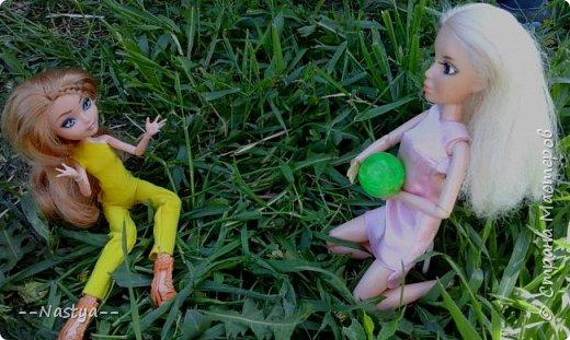 Привет!На выходных я решила взять кукол с собой в деревню и пофотографировать их.Вот что из этого вышло... фото 18