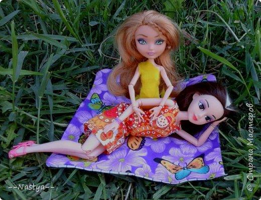 Привет!На выходных я решила взять кукол с собой в деревню и пофотографировать их.Вот что из этого вышло... фото 26