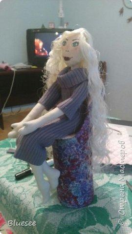 Знакомьтесь, это Недотрога))) Она сидит на высоком стульчике, чтобы как можно меньше контактировать с окружающим миром)) фото 4