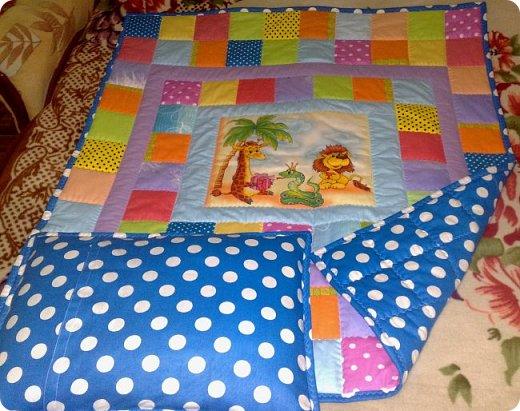 """Одеяло самое простое, как говорят: """"Первый класс, первая четверть"""". Опять """"сломалась"""" схема раскладки квадратов, поэтому по соседству много """"однофамильцев"""". :-))) Одеяло шилось для девочки. Размер одеяла - 150х180 см. фото 18"""