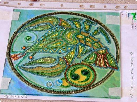 """Всем доброго дня!  Сотворилась еще одна работа по принципу предыдущей - http://stranamasterov.ru/node/1024593  - цветная распечатка под стеклом, а дальше - точки и немного  страз. Размеры 20*20 см. Контуры использовала  фирм """"Декола"""" и """"Таир"""". фото 2"""