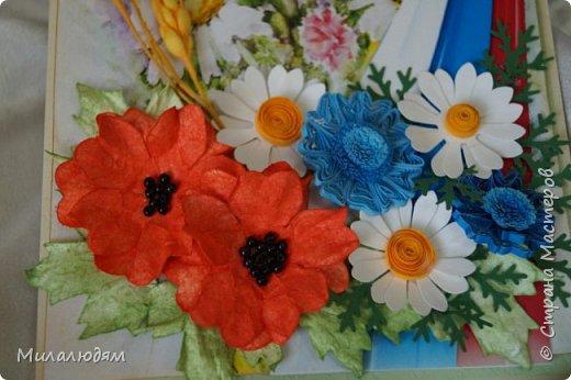 """Всем привет! Доброго здравия и процветания! Давно хотела сделать открытку с Российский триколором. Прошлый год прошляпила шлешмоб в СМ. А нынче я решила для каждой участницы нашего ансамбля """"Сударушка"""" сделать открытки к Дню рождения. А у одной из них день рождения 12 июня, в День России. Вот и родилась у меня такая открытка. Мне нравится, а как понравится Людмиле Васильевне не знаю. фото 2"""