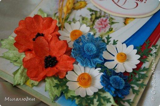 """Всем привет! Доброго здравия и процветания! Давно хотела сделать открытку с Российский триколором. Прошлый год прошляпила шлешмоб в СМ. А нынче я решила для каждой участницы нашего ансамбля """"Сударушка"""" сделать открытки к Дню рождения. А у одной из них день рождения 12 июня, в День России. Вот и родилась у меня такая открытка. Мне нравится, а как понравится Людмиле Васильевне не знаю. фото 5"""