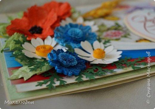 """Всем привет! Доброго здравия и процветания! Давно хотела сделать открытку с Российский триколором. Прошлый год прошляпила шлешмоб в СМ. А нынче я решила для каждой участницы нашего ансамбля """"Сударушка"""" сделать открытки к Дню рождения. А у одной из них день рождения 12 июня, в День России. Вот и родилась у меня такая открытка. Мне нравится, а как понравится Людмиле Васильевне не знаю. фото 7"""