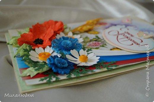 """Всем привет! Доброго здравия и процветания! Давно хотела сделать открытку с Российский триколором. Прошлый год прошляпила шлешмоб в СМ. А нынче я решила для каждой участницы нашего ансамбля """"Сударушка"""" сделать открытки к Дню рождения. А у одной из них день рождения 12 июня, в День России. Вот и родилась у меня такая открытка. Мне нравится, а как понравится Людмиле Васильевне не знаю. фото 8"""