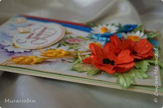 """Всем привет! Доброго здравия и процветания! Давно хотела сделать открытку с Российский триколором. Прошлый год прошляпила шлешмоб в СМ. А нынче я решила для каждой участницы нашего ансамбля """"Сударушка"""" сделать открытки к Дню рождения. А у одной из них день рождения 12 июня, в День России. Вот и родилась у меня такая открытка. Мне нравится, а как понравится Людмиле Васильевне не знаю. фото 9"""