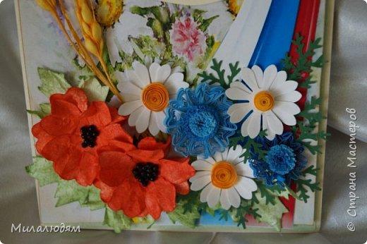 """Всем привет! Доброго здравия и процветания! Давно хотела сделать открытку с Российский триколором. Прошлый год прошляпила шлешмоб в СМ. А нынче я решила для каждой участницы нашего ансамбля """"Сударушка"""" сделать открытки к Дню рождения. А у одной из них день рождения 12 июня, в День России. Вот и родилась у меня такая открытка. Мне нравится, а как понравится Людмиле Васильевне не знаю. фото 14"""