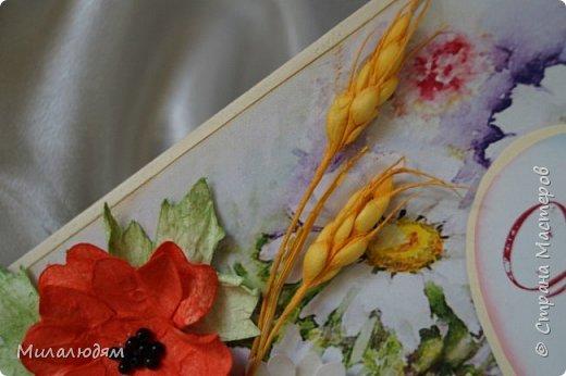 """Всем привет! Доброго здравия и процветания! Давно хотела сделать открытку с Российский триколором. Прошлый год прошляпила шлешмоб в СМ. А нынче я решила для каждой участницы нашего ансамбля """"Сударушка"""" сделать открытки к Дню рождения. А у одной из них день рождения 12 июня, в День России. Вот и родилась у меня такая открытка. Мне нравится, а как понравится Людмиле Васильевне не знаю. фото 16"""