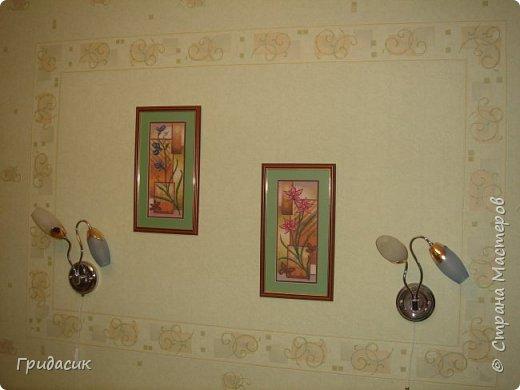 Снова здравствуйте! Когда я начала вышивать, когда в стенах появились первые дырки под картины, остановить меня не мог никто. Если я шла в гости, я брала с собой вышивку. Я вышивала в обед на работе. После работы я сразу садилась вышивать. Меня ругали, надо мной посмеивались, но я не обращала внимание ни на что! Все это готовые наборы для вышивания, в основном фирмы Panna.  фото 9