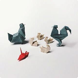 6 июня - день рождения Александра Сергеевича Пушкина.  Конечно, пройти мимо такого события невозможно. И в детсаду устроили праздник. И мне захотелось подарить детям золотого петушка и золотую рыбку. Красивых оригами-рыбок можно найти аж несколько штук, например, такую https://www.youtube.com/watch?v=FUcp0EiZ2xU&index=23&list=LLv-aYpi6Tn3O_i3X7mUTSLw или такую https://www.youtube.com/watch?v=pD7_27mSGdQ&index=24&list=LLv-aYpi6Tn3O_i3X7mUTSLw.  А вот с симпатичными петушками напряженка. Они либо сложные, либо совсем примитивные и непохожие на себя. фото 3