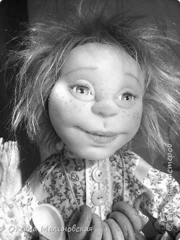 Не стала придумывать на этот раз имя кукле.Что точно-это домовой. Может Кузя ,а может Тимоша или ещё как ,как захочет будущая хозяйка.Губки бантиком,бровки домиком и сам похож на маленького гномика,рыжий и лохматый. фото 5