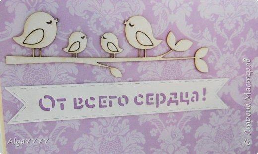 Для очередного дня рождения коллеги приготовила открытку. Впервые использовала некоторые ножи. Лежат долго, а никак руки до них не дошли. Оказывается красиво... Странно, правда, на фотках всегда с цветом выходит. Вот вырубка кремовая, а картинка с рамкой белые, но на самом деле они близки по цвету, а тут прямо контраст такой, ого-го. А желтенькие цветочки бледненькие такие, а тут прямо ЖЕЛТЫЕ!!! фото 5
