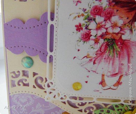 Для очередного дня рождения коллеги приготовила открытку. Впервые использовала некоторые ножи. Лежат долго, а никак руки до них не дошли. Оказывается красиво... Странно, правда, на фотках всегда с цветом выходит. Вот вырубка кремовая, а картинка с рамкой белые, но на самом деле они близки по цвету, а тут прямо контраст такой, ого-го. А желтенькие цветочки бледненькие такие, а тут прямо ЖЕЛТЫЕ!!! фото 3