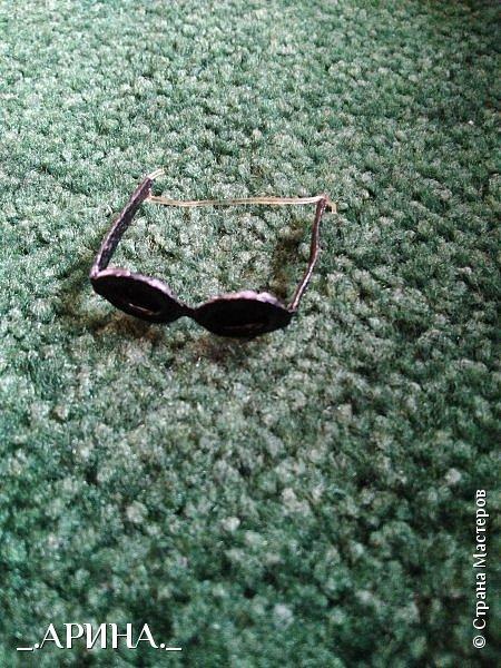 Всем привет! Несколько недель назад мне пришла в голову и осуществилась мысль о том, что нужно своей куклене сделать очки, вот теперь делюсь с вами) фото 11