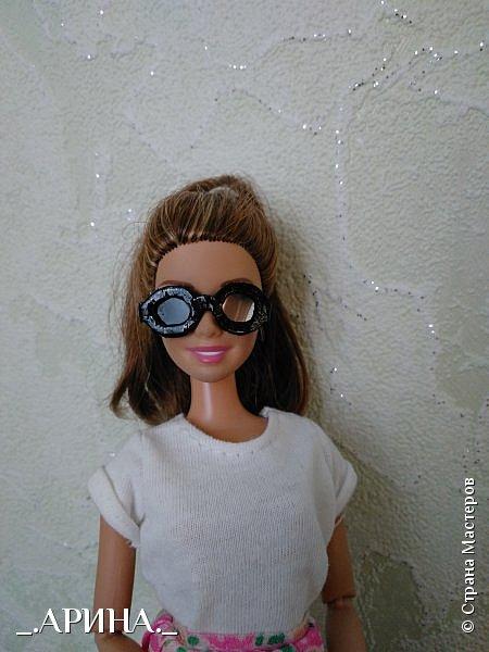 Всем привет! Несколько недель назад мне пришла в голову и осуществилась мысль о том, что нужно своей куклене сделать очки, вот теперь делюсь с вами) фото 1