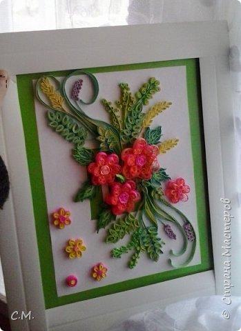 Цветы являются украшением нашей жизни, вызывают чувства -нежности ,восхищения, радости  в наших душах. Эти цветочные композиции (картины) -это маленький оазис весны и лета в каждом доме, и частичка тепла и позитива в наших сердцах.  Все работы выполнены в технике квиллинг.  фото 1