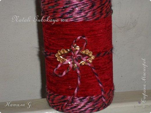 Бутылка  в красно-розовых тонах с золотой пряжкой фото 2