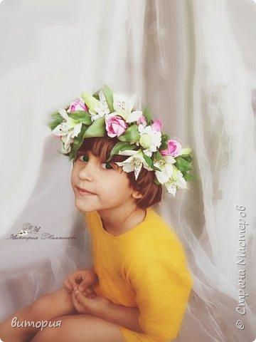 Вот такой венок получился на заказ.Девушка прислала фото  венка из живых цветов,старалась,чтобы получилось похоже.Заказчица в восторге.В венке розы, альстромерии и вербейник. фото 2