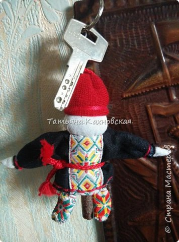 За основу взяла куклу (скрутку):  Летопроводец и  куколку НА СЧАСТЬЕ.Получилась вот такая куколка в подарок мужу на день рождения. фото 4