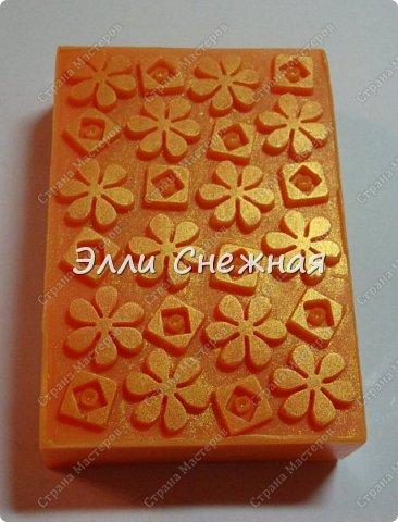 Очень нравится делать мыло с текстурными листами - получается невероятно красиво, хоть в цвете, хоть однотонное. фото 6