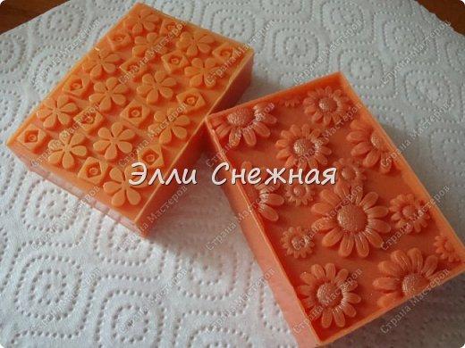 Очень нравится делать мыло с текстурными листами - получается невероятно красиво, хоть в цвете, хоть однотонное. фото 7