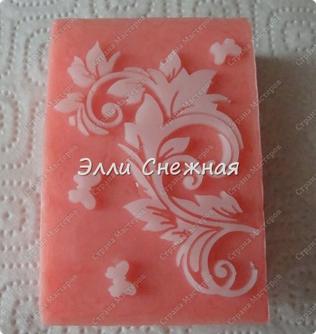 Очень нравится делать мыло с текстурными листами - получается невероятно красиво, хоть в цвете, хоть однотонное. фото 1