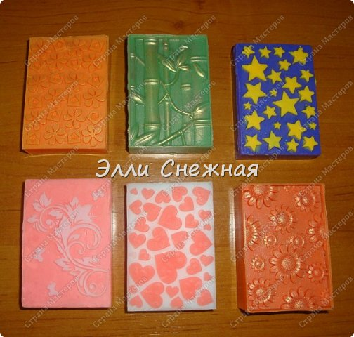 Очень нравится делать мыло с текстурными листами - получается невероятно красиво, хоть в цвете, хоть однотонное. фото 2