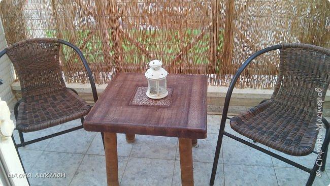 Здравствуйте дорогие соседи!Вы еще помните мою переделку столика в прошлом году?  http://stranamasterov.ru/node/929170  .Так вот не выдержала крат бумага,даже под лаком яхтенным зимних бурь и дождей,зацвела. ..Пришлось производить вынужденную переделку.Измучил меня столик,хотела плюнуть,выкинуть и просто пойти купить новый,но жаба животное уперетое,как и хомяк..И вот что получилось.Мне не очень...Может,позже пере крашу, но точно не сейчас. фото 1