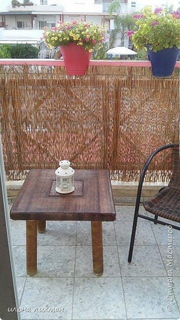 Здравствуйте дорогие соседи!Вы еще помните мою переделку столика в прошлом году?  http://stranamasterov.ru/node/929170  .Так вот не выдержала крат бумага,даже под лаком яхтенным зимних бурь и дождей,зацвела. ..Пришлось производить вынужденную переделку.Измучил меня столик,хотела плюнуть,выкинуть и просто пойти купить новый,но жаба животное уперетое,как и хомяк..И вот что получилось.Мне не очень...Может,позже пере крашу, но точно не сейчас. фото 2