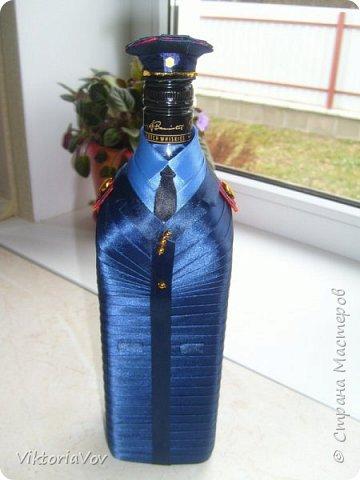 Всем привет! Представляю на суд мастеров вот такой чехольчик на бутылку. Бутылка довольно большая,  на 1 литр из ДьютиФри. Чехол съемный. Такой декор бутылки делался в подарок хорошему знакомому, который работает в милиции. фото 4