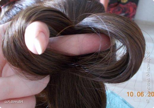 """Предлагаю сегодня сделать причёску """"бантик""""без помощи начёса и лака для волос . Для такой причёски нужно будет изготовить приспособление,в нём то собственно и заключается мой мастер класс.  Поэтому строго не судите за ре ровный пробор и др. огрехи в причёске .Я не парикмахер,я мама которая хочет ,что бы у её ребёнка были красивые причёски без помощи парикмахера фото 8"""