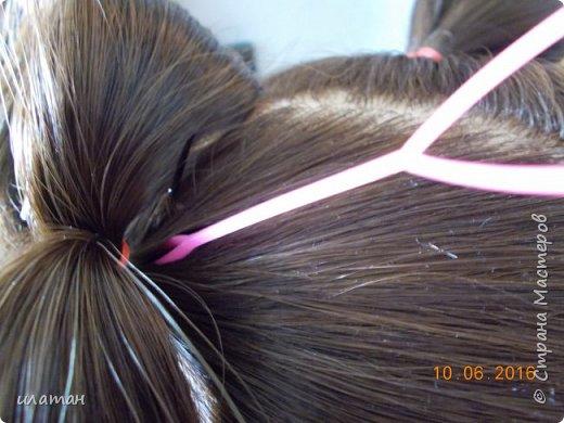 """Предлагаю сегодня сделать причёску """"бантик""""без помощи начёса и лака для волос . Для такой причёски нужно будет изготовить приспособление,в нём то собственно и заключается мой мастер класс.  Поэтому строго не судите за ре ровный пробор и др. огрехи в причёске .Я не парикмахер,я мама которая хочет ,что бы у её ребёнка были красивые причёски без помощи парикмахера фото 13"""