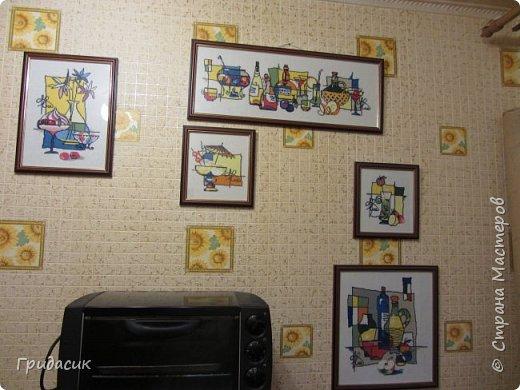 Снова здрямсти вам! Сегодня я покажу вам самые последние картины, которые я вышивала крестиком. После того, как они повисли на стене в кухне, свободные стены в квартире закончились. Нет, стены есть, место на них можно найти, но .... что-то новое уже не впишется в общий ансамбль.  Это опять готовые наборы Риолис, нитки шерсть/акрил. Опять серия  фото 1
