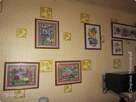 Снова здрямсти вам! Сегодня я покажу вам самые последние картины, которые я вышивала крестиком. После того, как они повисли на стене в кухне, свободные стены в квартире закончились. Нет, стены есть, место на них можно найти, но .... что-то новое уже не впишется в общий ансамбль.  Это опять готовые наборы Риолис, нитки шерсть/акрил. Опять серия  фото 7