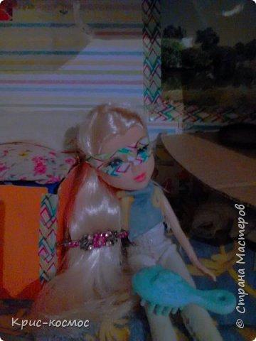 Как только Соня приехала, я сразу сшила ей костюмы. В этом блоге все что на кукле - самодельное. Вот Сонька в новых штанах и что-то вроде майки. фото 1