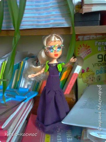 Как только Соня приехала, я сразу сшила ей костюмы. В этом блоге все что на кукле - самодельное. Вот Сонька в новых штанах и что-то вроде майки. фото 2