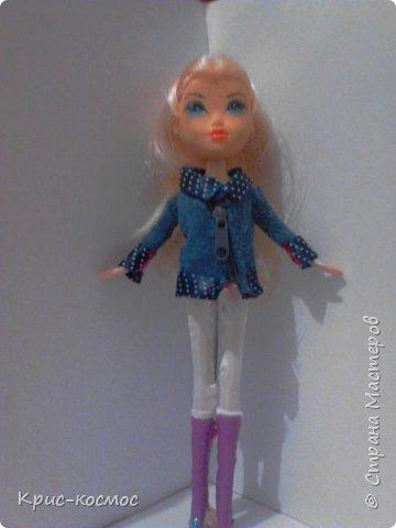 Как только Соня приехала, я сразу сшила ей костюмы. В этом блоге все что на кукле - самодельное. Вот Сонька в новых штанах и что-то вроде майки. фото 6