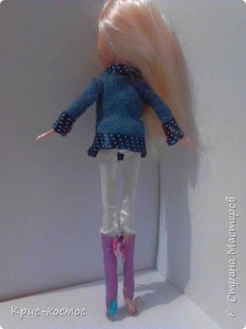 Как только Соня приехала, я сразу сшила ей костюмы. В этом блоге все что на кукле - самодельное. Вот Сонька в новых штанах и что-то вроде майки. фото 7