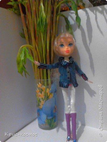 Как только Соня приехала, я сразу сшила ей костюмы. В этом блоге все что на кукле - самодельное. Вот Сонька в новых штанах и что-то вроде майки. фото 8