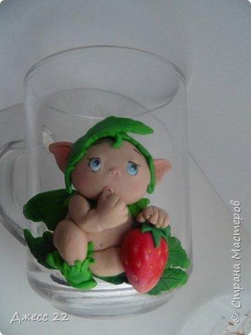 Здравствуйте, знакомтесь с новым жителем Страны Мастеров. Маленький цветочный Эльф. Он нашел ягодку и думает с кем же поделится такой вкуснятинкой. фото 1