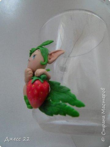 Здравствуйте, знакомтесь с новым жителем Страны Мастеров. Маленький цветочный Эльф. Он нашел ягодку и думает с кем же поделится такой вкуснятинкой. фото 5